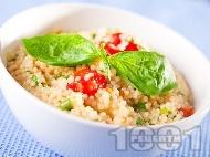Рецепта Салата с чери домати, кус кус и босилек